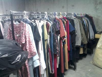 Vente en gros de vêtements d'occasion sur www.GROSSISTE.FRIPERIE.COM